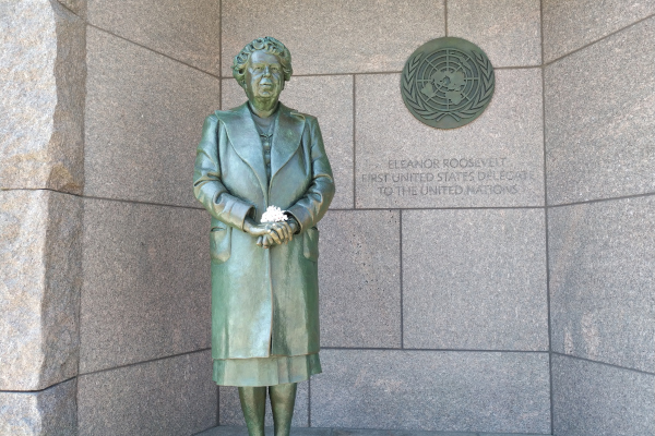 Eleanor-Roosevelt-Statue-in-FDR-Front-WWP