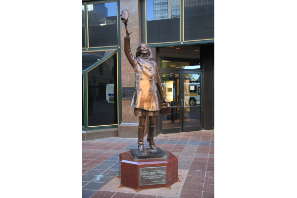 Mary-Tyler-Moore-Statue-WWP