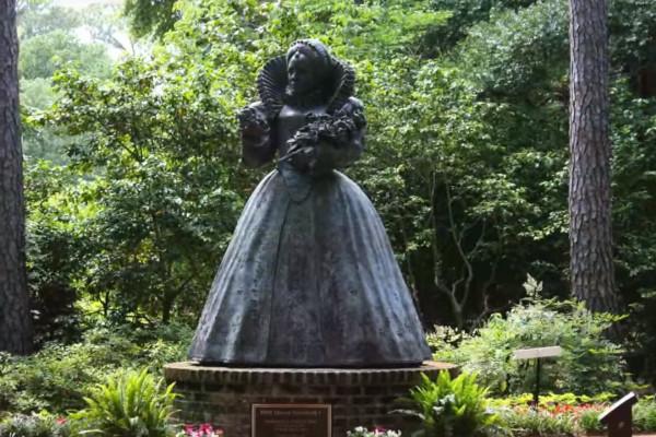 Queen-Elizabeth-I-Statue-WWP