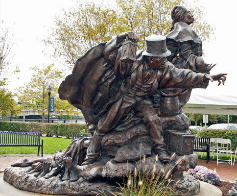 Unwavering-Courage-in-the-Pursuit-of-Freedom-Tubman-Garrett-Sculpture-Side-WWP