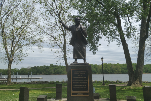 Harriet-Tubman-Memorial-Statue-in-PA-WWP