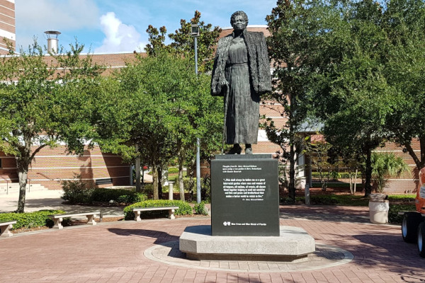 Mary-McLeod-Bethune-Statue-in-Daytona-Beach-WWP-1
