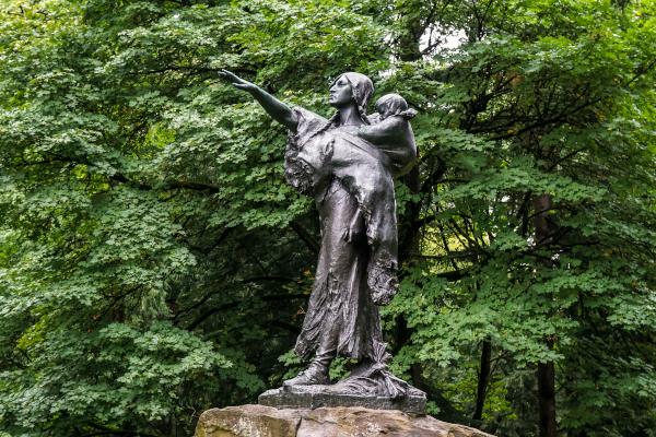 Sacajawea-and-Jean-Baptiste-Statue-WWP