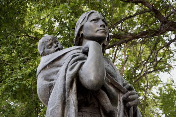 Sacajawea-and-Jean-Baptiste-Statue-front-WWP