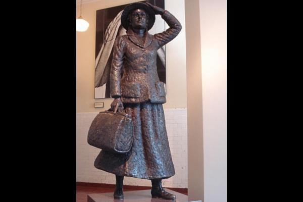 Annie-Moore-Statue-in-Ellis-Island-WWP