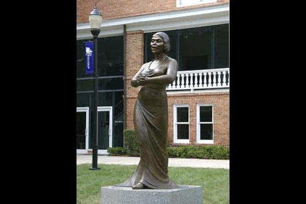 Marian-Anderson-Statue-in-Converse-College-WWP