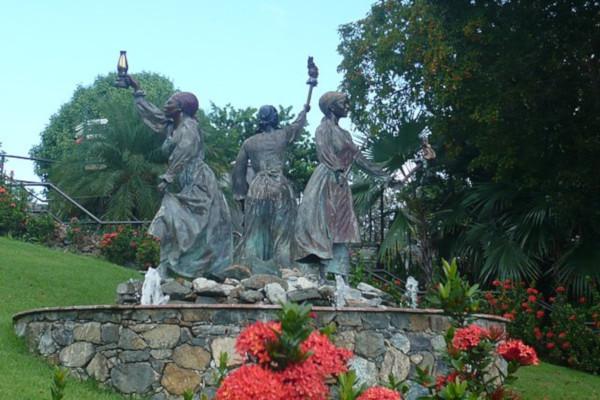 Three-Queens-Statue-WWP