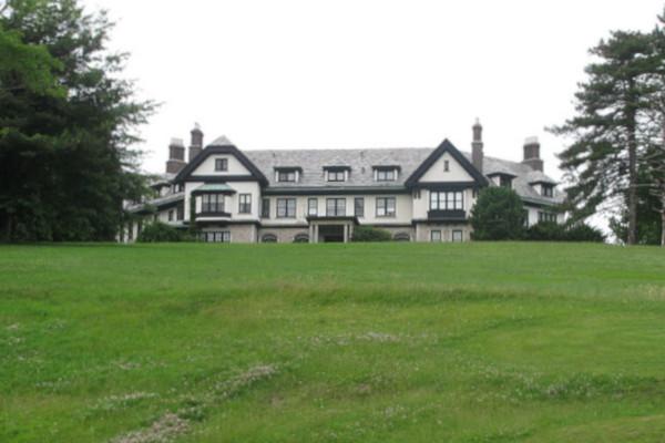 Sarah-B.-Cochran-built-the-Linden-Hall-at-Saint-James-Park-WWP